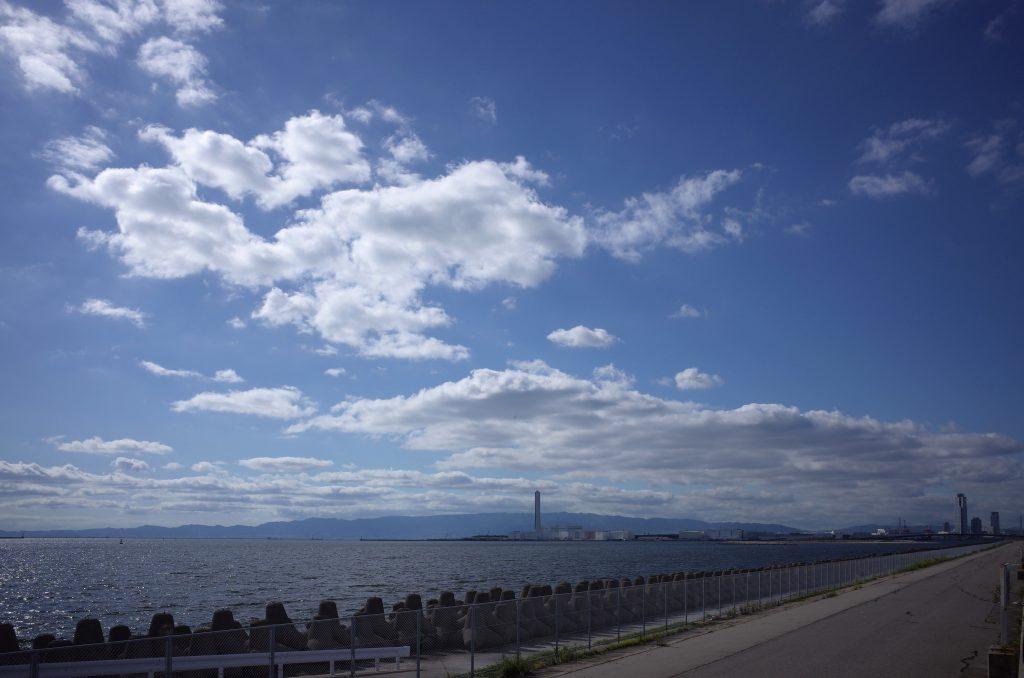 堺浜・青空と雲と海風